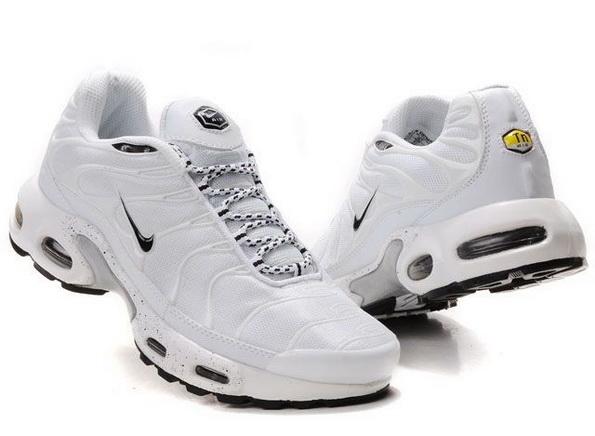 aa557f98bcb modèle   Nike Tn blanche tachetée noire prix Vinted   20 euros prix magasin    130 euros